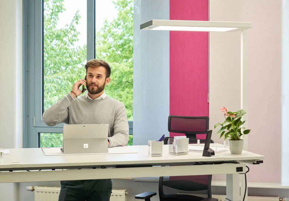 Bürobeleuchtung: Do's & Don'ts für optimales Licht am Arbeitsplatz