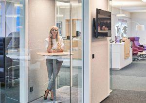 Ruhe zum Plaudern: die Telefonbox ist der ideale Ort für wichtige Gespräche
