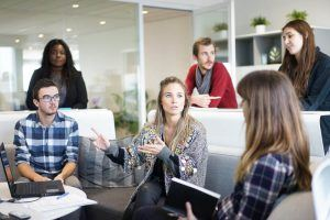 Ein starkes Wir-Gefühl ist eine der Vorteile im Großraumbüro