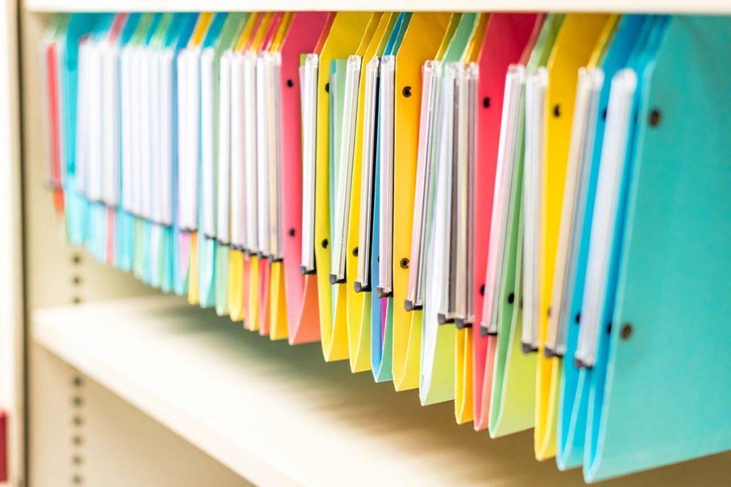 Wie organisiere ich mein Büro? Effiziente Archivierung von